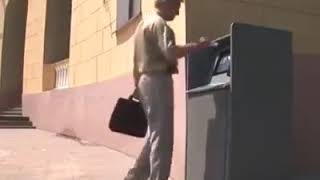 Omul vs Bancomatul razi cu lacrimi