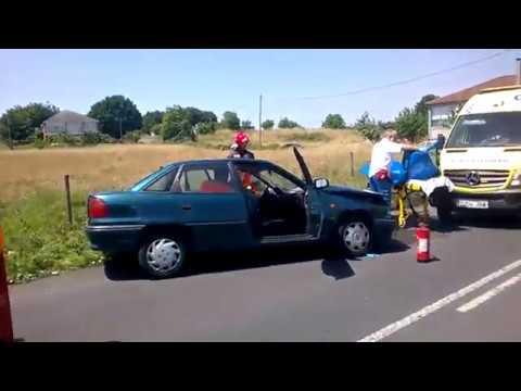Tres heridos en una colisión en O Saviñao
