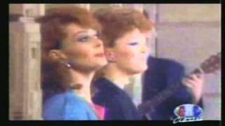 Watch Judds Love Is Alive video