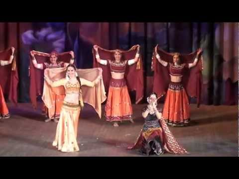 Choli Ke Peeche Kya Hai By Chakkar Dance Group, Moscow, Russia