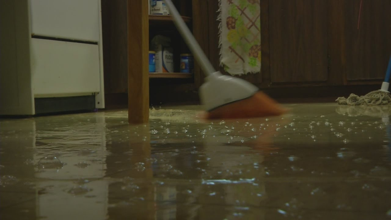 Pipe burst causes damage at apartment building - YouTube