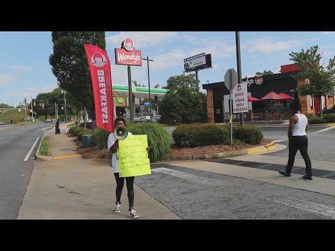 atlanta-tem-protesto-por-mais-uma-morte-de-um-homem-negro-pela-polícia
