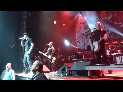 Dropkick Murphys - Out of Our Heads (Houston 02.29.16) HD