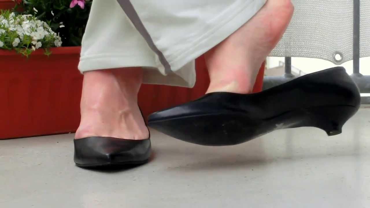 black kitten heels - YouTube