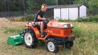 Traktor ogrodniczy Kubota 4x4 z kosiarką GEO. www.akant-ogrody.pl