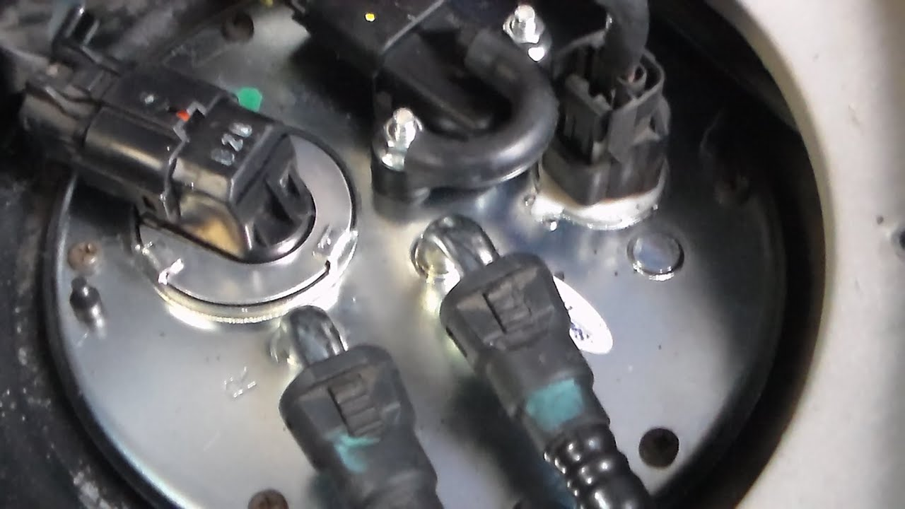 replacing fuel pump 2005 Kia sedona - YouTube