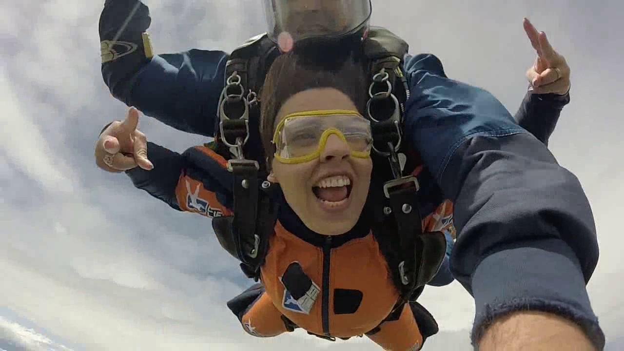 Salto de Paraquedas da Agatha na Queda Livre Paraquedismo 25 01 2017