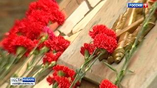 Годовщину освобождения от немецко-фашистских захватчиков отмечает Краснодар(В Чистяковской роще к памятнику «Жертвам фашизма» возложили венки и цветы. На митинг пришли сотни горожан...., 2017-02-12T08:23:44.000Z)