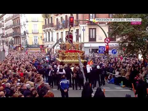 Se Parte En Dos La Cruz Del Gran Poder De Madrid Al Chocar Contra Un Semáforo
