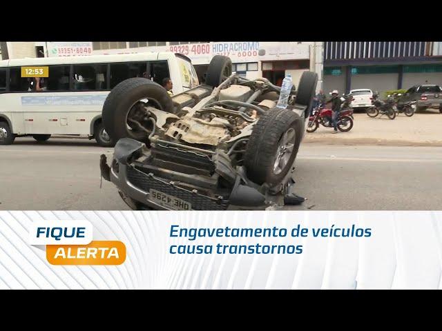 Engavetamento de veículos causa transtornos no Tabuleiro
