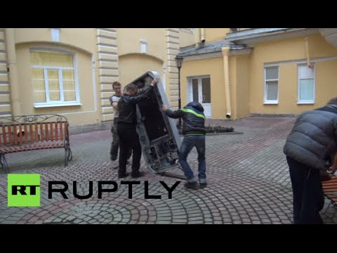 Steve Jobs iPhone monument dismantled in St.Petersburg
