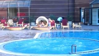 Гостиница Украина в Евпатории / Ukraine Hotel(Ukraine Hotel. Любительское видео, запечатлевшее купание в бассейне гостиницы Украина в Евпатории. Amateur video, showing..., 2013-01-12T08:47:43.000Z)