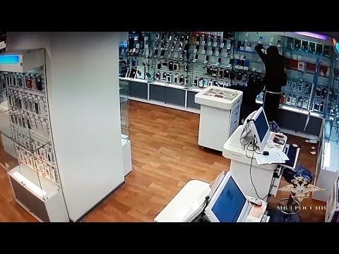 Подмосковными полицейскими задержан подозреваемый в ограблении салона сотовой связи