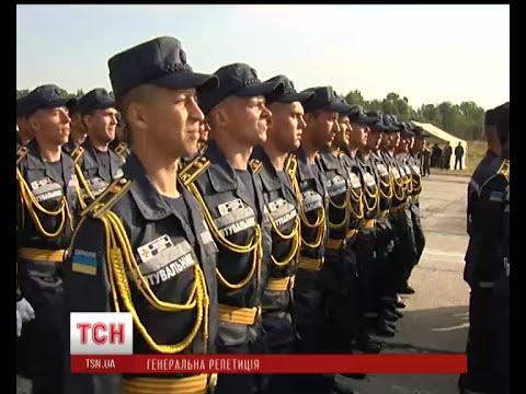 100 бійців АТО та 1500 курсантів військових вишів марширували у Києві