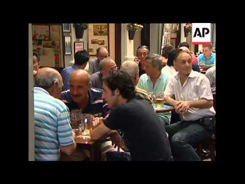 Ban on indoor public smoking widened to include bars, restaurant