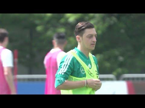 Özil deixa seleção alemã e gera polêmica