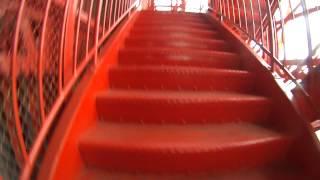 階段入口から大展望台1Fまで(531+α段)5分53秒.。 2:07の...