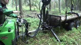 Przyczepa do przewozu drewna z żurawiem