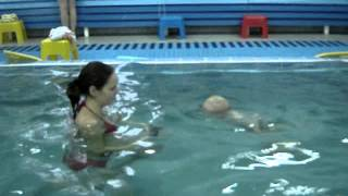 Малыш плывет к маме сам - Обучение плаванию в бассейне в Минске для детей (Курсы,Секция,занятия)