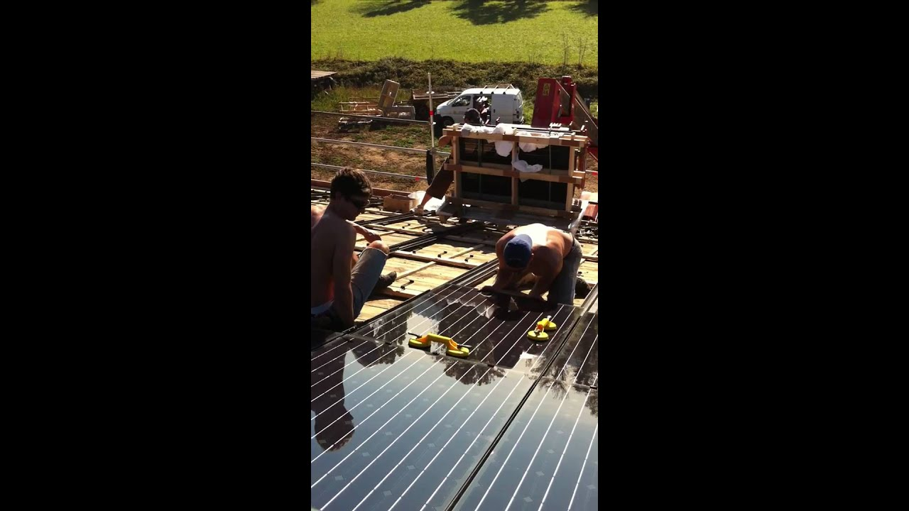 pose de panneaux photovolta que sunlap saint gobain solar par zinzimail youtube. Black Bedroom Furniture Sets. Home Design Ideas