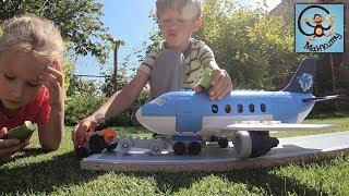 Дети и игрушки. Маша и Медведь железная дорога, аэропорт и самолёт. МанкиТайм