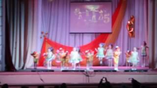 Танец Весёлые девчонки, коллектив Родничок  5 11 лет МБУК РДК   г  Красновишерск