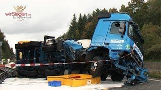 Tanklastzug auf A45 umgestürzt - Feuerwehr im Einsatz (Olpe/Freudenberg - NRW)