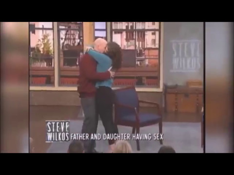 Pai e filha têm incesto consensual e se beijam na boca thumbnail