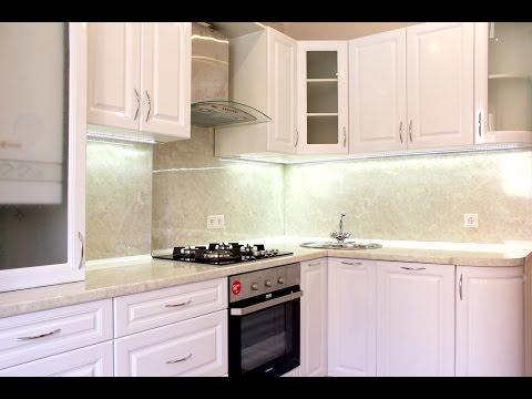 Угловая белая глянцевая кухня на заказ