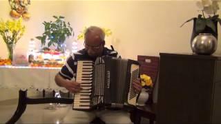 SHESHADRI SINGS TUZHE APNE PAAS THROGH HIS ACCORDION.avi