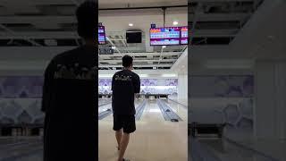 볼링장에서 야구하는 남자.. (Feat. 파워 볼링) #Shorts