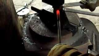 #Изготовление кованого винограда за 1мин(Это видео создано с помощью видеоредактора YouTube (http://www.youtube.com/editor)Изготовление кованого винограда. ручная..., 2014-12-01T16:38:27.000Z)