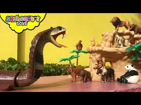 GIANT SNAKE attacks animals - Lion, Tiger, Panda, Cobra, Takara tomy animal toys for kids children