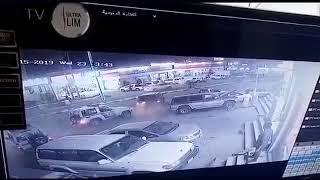فيديو.. قائد مركبة متهور يصدم دوريتي أمن في جازان