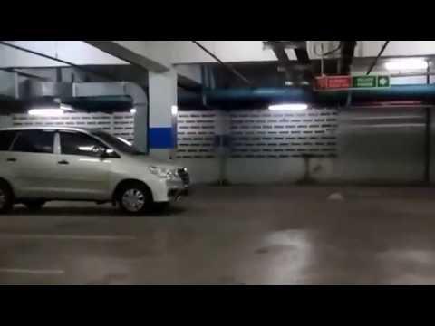 PARKIRAN MALL CIPINANG INDAH JAKARTA TIMUR INDONESIA
