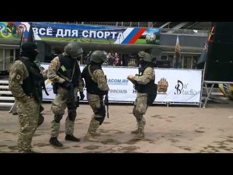 Военные танцуют