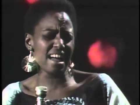 Miriam Makeba - Jolinkomo (Live 1967)