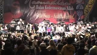 """Cak Nun dan Kiai Kanjeng """"medley"""" live Malang HUT Arema"""