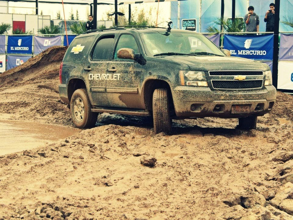 Pista Off Road Chevrolet Tahoe 2017 Youtube