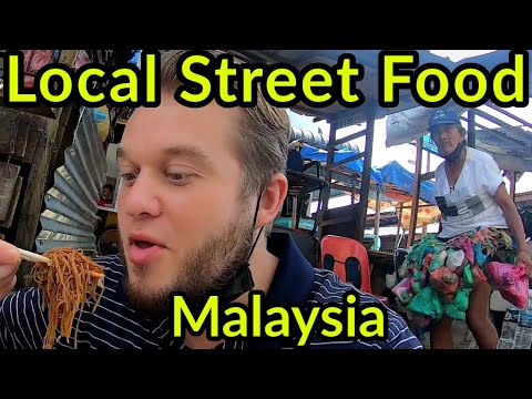 🇲🇾 EATING IN THE STREETS OF PADANG TEMBAK | LOCAL STREET FOOD IN PENANG, MALAYSIA | LOVE THIS PLACE!