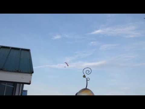 Look~~~~up in the sky