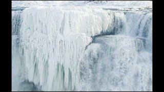 Les chutes du Niagara gelées, la vague de froid s'installe