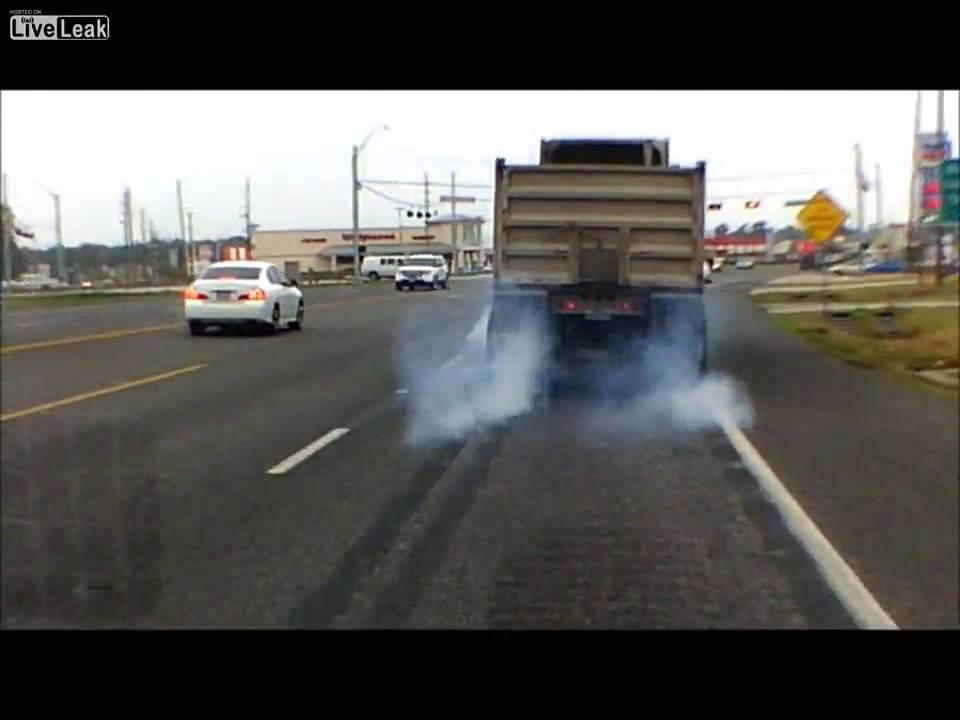 18 wheeler locks up brakes - YouTube