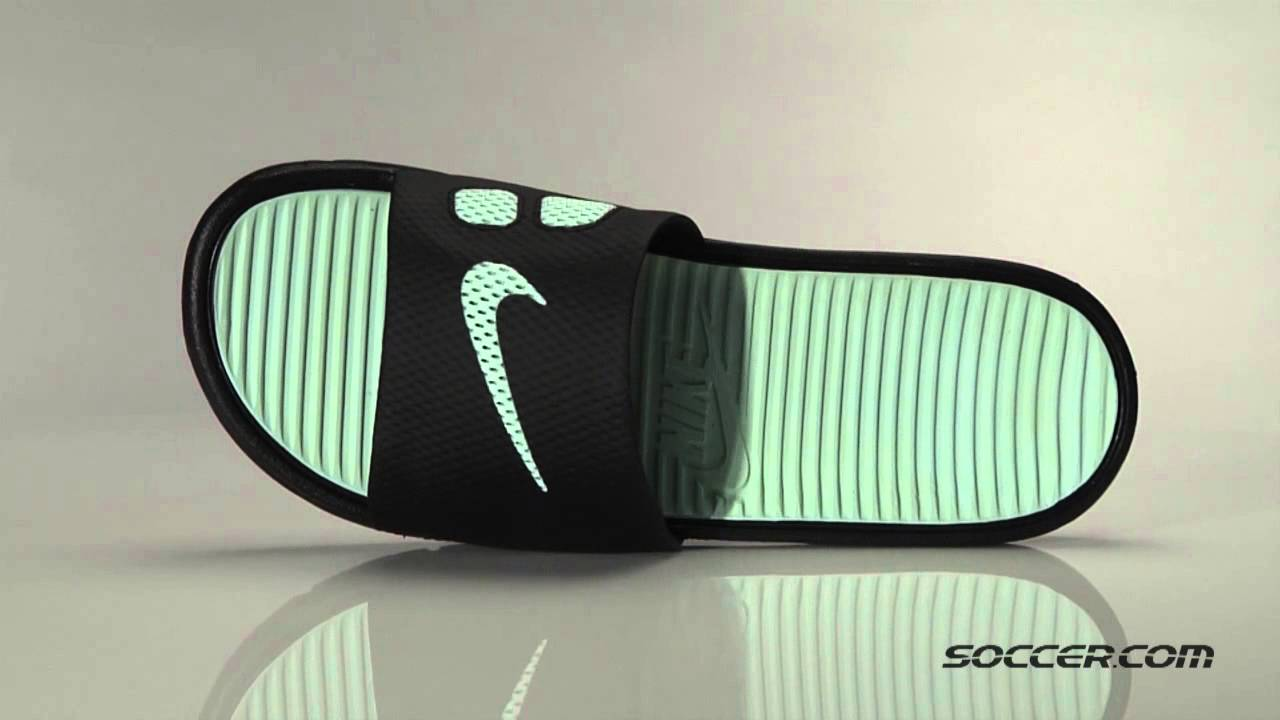 big sale 1df35 815e6 66040 Nike Benassi Solarsoft Slide