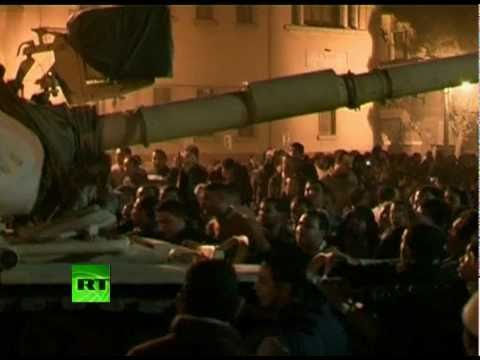 Fresh video of night unrest, tanks & looters in riot-torn Egypt