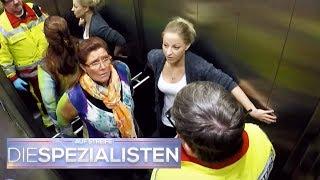 Panikattacke im feststeckenden Aufzug: Kommt die Rettung rechtzeitig? | Die Spezialisten | SAT.1 TV