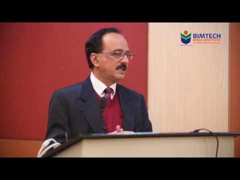 "Devinder Sharma, addressing the students on ""The Challenge & Opportunity in Agriculture"""