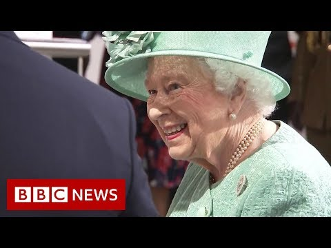 'You can't cheat?' asks Queen at check-out - BBC News