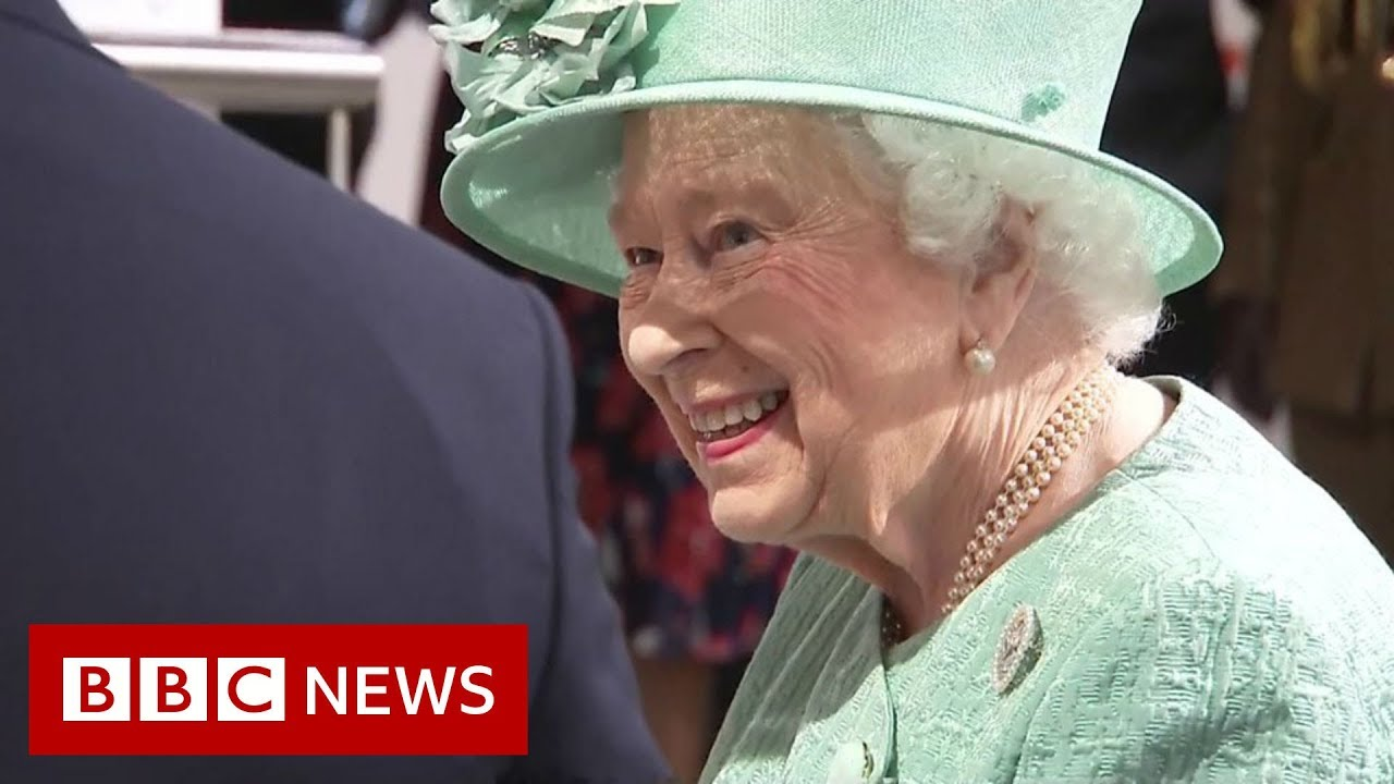 'You cannot cheat?' asks Queen at check-out - BBC News