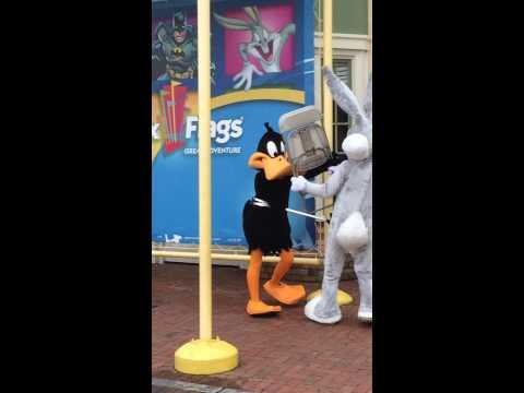 Daffy Duck and Bug Bunny Mascots fighting cruelly!!